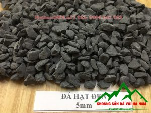 Thông số sản phẩm đá hạt đen 5mm:  - Kích cỡ : 5mm  - Đóng bao: 50 kg/bao hoặc bao jumbo> 1 tấn