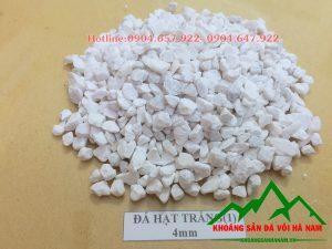 Thông số sản phẩm đá hạt trắng 4mm:  - Kích cỡ : 4mm  - Độ trắng: 88-90%  - Hàm lượng CaCO3: 95-97%  - Đóng bao: 50 kg/bao hoặc bao jumbo> 1 tấn