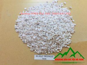 Thông số sản phẩm đá hạt trắng 3mm:  - Kích cỡ : 3mm  - Độ trắng: 88-90%  - Hàm lượng CaCO3: 95-97%  - Đóng bao: 50 kg/bao hoặc bao jumbo> 1 tấn