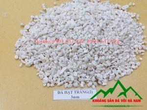 Thông số sản phẩm đá hạt lơ 3mm:  - Kích cỡ : 3mm  - Độ trắng: 85%  - Hàm lượng CaCO3: 95-97%  - Đóng bao: 50 kg/bao hoặc bao jumbo> 1 tấn