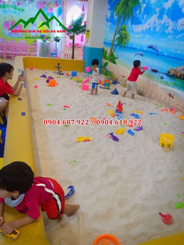 cát tự nhiên rải sân chơi trẻ am